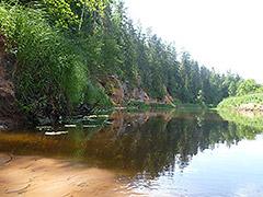 Salatsi jõel on palju lühemaid ja pikemaid koopaid